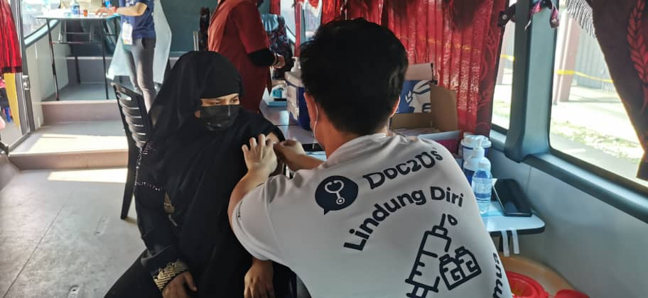 1st day of SELVAX mobile vaccination programme 🚌💉  To ensure everyone of the Selangor residents are vaccinated in order to achieve herd immunity, we went to the rural areas where the residents do not have the transportation to go the city.  #DemiNegara #DemiMalaysia